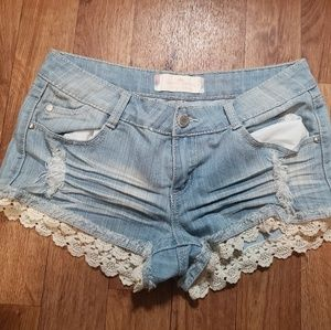 Almost Famous Distressed Lace Short size 7